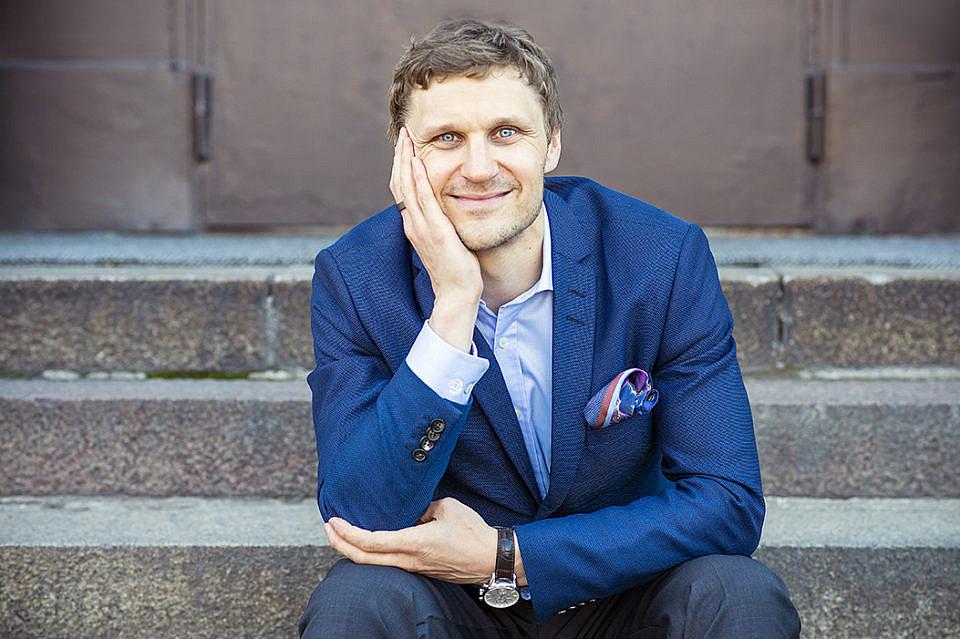 Viisi vinkkiä, joilla syntyy loistava CV-kuva – Kesäinen Helsinki tarjoaa monipuoliset puitteet profiilikuvaukseen